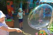 В лаборатории мыльных пузырей